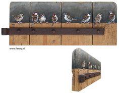 Oude deur met mussen – 53 x 21 cm – Verkocht