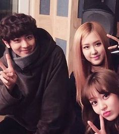 Exo Chanyeol, Blackpink Rose, Twice Jihyo Kpop Memes, Blackpink Memes, K Pop, Iu Hair, Exo Couple, Sister Pictures, Taehyung Gucci, Kpop Couples, Young Park