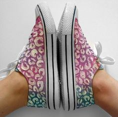 These DIY shoes are purrrrrfectly easy to make and would make a grrrrreat gift!