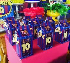 As lindas caixinhas personalizadas by @larissa_personalizados #festabarcelona #festademenino #barcelona
