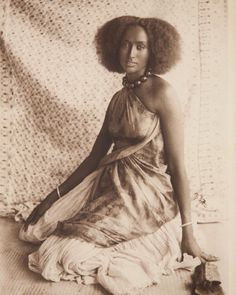 Reposted from  - Photo noted portrait of Somali woman taken in a photo studio in Mogadishu African Life, African Culture, African History, Women In History, Black Photography, Somali, Tribal Fashion, African Beauty, African Hairstyles