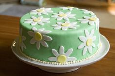 Simple daisy Mother's Day Cake.