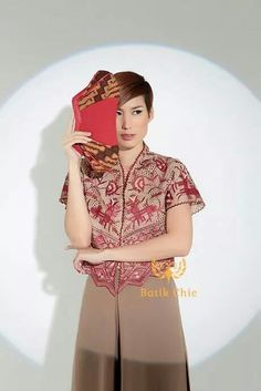 Gdtxhh Batik Kebaya, Batik Dress, Traditional Outfits, Ikat, Evening Gowns, Fashion Shoes, High Neck Dress, Fashion 2016, Kaftan