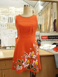 Hand Painted Dress, Painted Clothes, Fabric Paint Designs, Dress Painting, Kurti Designs Party Wear, Dress Indian Style, Embroidery Suits, Indian Designer Outfits, Ao Dai