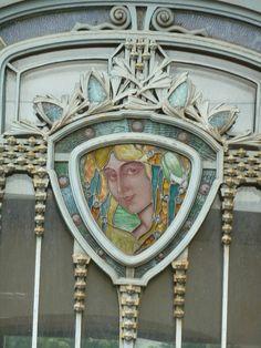 Glas-in-lood van Jacques Gruber bij het Musee de l'Ecole de Nancy Modern Stained Glass, Stained Glass Art, Art Nouveau Furniture, Roubaix, Occult Symbols, Art Nouveau Architecture, New Art, Decoration, Glass Lamps