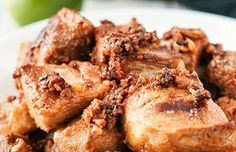 Portuguese marinated pork (Torresmos de vinha d'alhos).