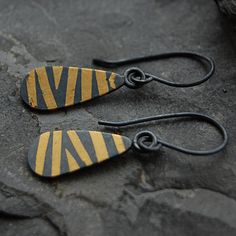 Moonflygirl: More Keum Boo Earrings Gypsy Jewelry, Wire Jewelry, Beaded Jewelry, Polymer Clay Earrings, Diy Earrings, Jewellery Earrings, Gold Jewellery, Black Gold Jewelry, Gold Stripes