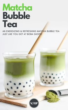 """energizing and refreshing matcha bubble tea recipe that's super easy to make at home. Made with matcha tropical coconut milk and authentic tapioca pearls for the boba """"bubbles"""". The perfect summer drink to cool off with! Matcha Bubble Tea Recipe, Green Tea Bubble Tea Recipe, Bubble Tee, Bubble Drink, Bebida Boba, Boba Recipe, Tea Live, Milk Tea Recipes, Health Desserts"""