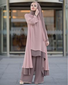 Hundreds of new looks updated every day! Islamic Fashion, Muslim Fashion, Modest Fashion, Fashion Dresses, Hijab Style, Hijab Chic, Abaya Style, Muslim Dress, Hijab Dress