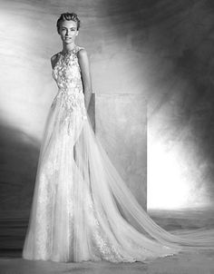 Brands | Wedding Gowns | Vintage Chantilly Lace Gown | Hudson's Bay
