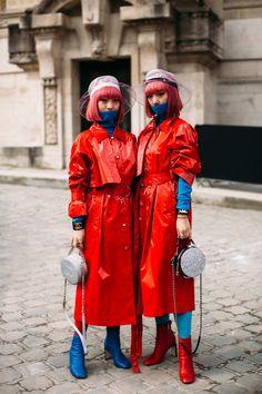Twinning Edge - Flawless Street Style Snaps From Paris Fashion Week, Fall 2018 - Photos Japanese Street Fashion, Tokyo Fashion, Harajuku Fashion, Cool Street Fashion, Paris Fashion, Autumn Fashion, India Fashion, Tokyo Street Style, Autumn Street Style
