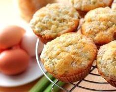 Muffins à la rhubarbe : http://www.cuisineaz.com/recettes/muffins-a-la-rhubarbe-65703.aspx