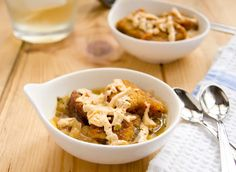 A slight twist on classic French Onion Soup - Vegan Soy Free Gluten Free Real Food Recipes, Soup Recipes, Vegetarian Recipes, Healthy Recipes, Free Recipes, Vegan French Onion Soup, Classic French Onion Soup, Vegan Miso Soup, Vegan Soups