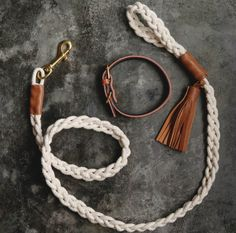 Braided rope dog leash with leather Details # dog leash . - For pets Braided rope dog leash with leather details leash . Sylvia Kriesten sylviakriesten Hund Leinen Braided rope dog leash with leather De Paracord Dog Leash, Rope Dog Leash, Diy Dog Collar, Collar And Leash, Dog Collars, Diy Leather Dog Collar, Diy Collier, Rope Crafts, Homemade Dog