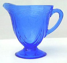 Royal Lace pattern was manufactured by the Hazel Atlas Glass Company in Clarksburg, West Virginia and Zanesville, Ohio, between 1934 and 1941. One of the most popular depression glass patterns.