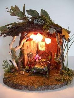 What a precious and impressive little fairy house. It's so cozy and perfect! #fairyfurniture #decoupagefurniture