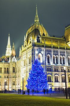All the beauty of Budapest gets even more festive and glittery around Christmas when the entire city is dressed up in Christmas-lights and decorations from street lamps to the most prestigious buildings of the capital.