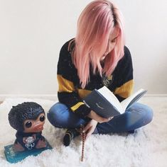 Represent your house // Harry Potter Hufflepuff Girls Quidditch Sweater Harry Potter Uniform, Harry Potter Memes, Harry Potter Hairstyles, Hufflepuff Pride, Bobs Burgers, Fantastic Beasts And Where, Rock T Shirts, Emo Outfits, Tumblr Girls