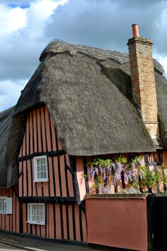 Thatched cottage in Hemingford Grey, Cambridgeshire, England