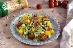 Ensalada de mango y noodles de pepino. Como hacer una rica ensalada fácil de Disfrutando de la Cocina Cobb Salad, Food, Mango Salad, Apple Sauce, Cucumber, Appetizers, Cooking Recipes, Eten, Meals