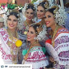#Repost @cervecerianacional with @repostapp. ・・・ La belleza de la mujer panameña. #DesfiledelasMilPolleras2016 #SinFiltro #Polleras #ChicasAtlas #LoNuestroeselSabor #LoNuestroeslaPollera #Tembleques #Azuero #LasTablas #CerveceríaNacional #CervezaAtlas #Cultura #Tradición #OrgulloPanameño