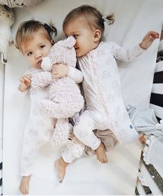 Twin Baby Girls, Twin Babies, Baby Kids, Cute Twins, Cute Babies, Tatum And Oakley, Realistic Baby Dolls, Cute Baby Pictures, Cute Toddlers