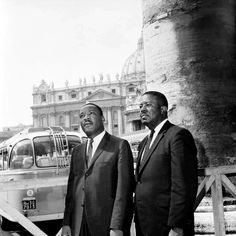 King in 3 button suit. Seen with Abernathy Meeting Of The Minds, Saint Peter Square, Civil Rights Leaders, American Legend, History Photos, King Jr, American Revolution, African American History, Martin Luther King