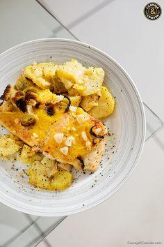 Salmão ao molho de laranja com alho poró, batata doce e castanha.