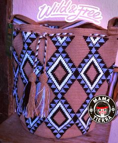 Wayuu bags from Mama Tierra Diy Crochet Bag, Crochet Purses, Filet Crochet, Knit Crochet, Cross Stitch Embroidery, Cross Stitch Patterns, Mochila Crochet, Tapestry Crochet Patterns, Tapestry Bag