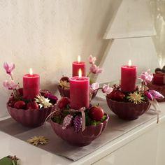 coroa do advento com velas em tigelas