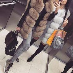 Tendances hiver 2019 Découvrez les tendances mode automne-hiver 2018/2019 de la saison. On adore la nouvelle collection chez Zara, Mango, H&M, sandro, la redoute, pull bear, sarenza, bijoux fantaisie pas cher, massimo dutti, net a porter, asos, bijoux fantaisie et la boutique idée cadeau femme. Muslim Fashion, Fur Fashion, Winter Fashion, Fashion Outfits, Womens Fashion, Fur Vest Outfits, Faux Fur Gilet, Winter Trends, Fashion Gallery