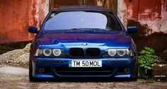 BMW E39 5 series blue stance