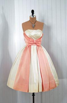 Vintage wedding dress, but different colors would look so cute as a bridesmaid dress! Vintage Gowns, Vintage Outfits, Vintage Fashion, Vintage Pink, Vintage Clothing, Vintage Party, Vintage Style, 1950s Fashion, Dress Vintage