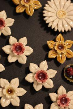 Ceramic Flowers, Glass Flowers, Ceramic Pottery, Ceramic Art, Flower Art, Art Flowers, Ceramics Projects, Art N Craft, Polymer Clay