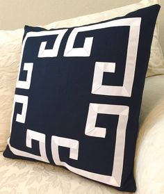 ~Get the look, from award winning home stylists, with this stunning navy & white Greek Key pillow cover. These decorative pillows will make a statement in Diy Pillow Chair, Pillow Room, Diy Pillows, Throw Pillows, Couch Pillows, Cushions, Cheap Decorative Pillows, Decorative Pillow Covers, Sewing Room Decor