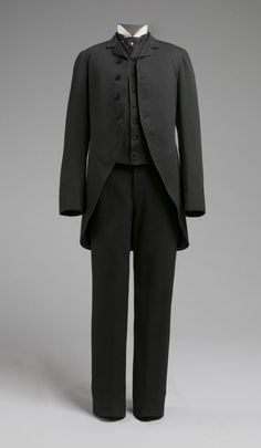 1885 Wedding Suit with Cutaway Coat. (Philadelphia Museum of Art) A Century of Sartorial Style: A Visual Guide to Century Menswear Victorian Mens Fashion, 1880s Fashion, Victorian Era, Fashion Men, Gothic Fashion, Larp, Morning Coat, La Mode Masculine, 19th Century Fashion