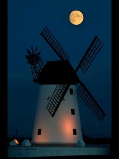 Captured the moon rising over Lytham St Annes this evening. 5/11/14