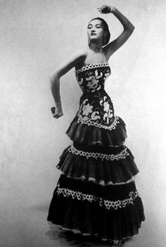 Model wearing a gown by Carven forVogue Paris, 1951