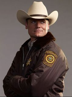 Bailey Chase on Longmire....mmmm.