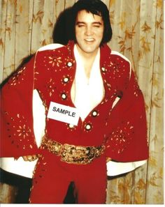 Elvis 1972 - wearing red pinwheel suit also known as the 'Burning Love' suit!💗😎👑⚡ ElvisMatters - from reverence and respect for the king Lisa Marie Presley, Priscilla Presley, Bill Medley, Darlene Love, Burning Love, Elvis Presley Photos, Red Jumpsuit, Thats The Way, Graceland