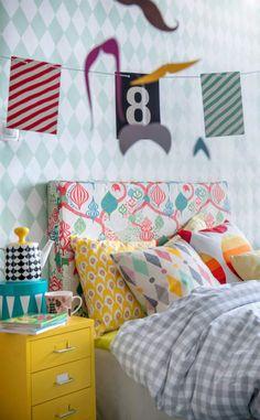 Kleurige kinderkamer - Colorful kidsroom. Voor meer kinderkamers kijk ook eens op http://www.wonenonline.nl/slaapkamers/kinderkamer/