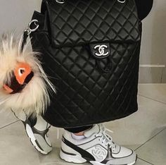 WHen it's dark out Mochila Chanel, Fashion Bags, Fashion Backpack, Fashion Ideas, Women's Fashion, My Bags, Purses And Bags, Chanel Backpack, Chanel Handbags
