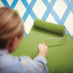 Step-by-step instructions for a DIY lattice wall pattern. Click through to see how it's done!