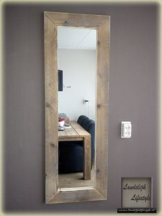 mooie grote spiegel met een lijst van steigerhout House Styles, Home Furniture, Happy New Home, Scaffolding Wood, Home Deco, Home, Home Diy, Rustic Mirrors, Mirror Wall Living Room