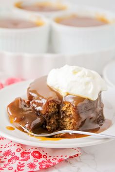 Buttery sweet and moist - this sticky toffee pudding is a MUST have treat! It takes several steps but is well worth the work! Buttery sweet and moist - this sticky toffee pudding is a MUST have treat! It takes several steps but is well worth the work! Single Serve Desserts, Desserts For A Crowd, Winter Desserts, Great Desserts, Delicious Desserts, Fudge Recipes, Pudding Recipes, Cookie Recipes, Dessert Recipes