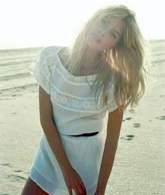 Deu branco total!!Branco é sempre lindo, chic, escolha certa de elegância e sofisticação e ainda transmite uma paz.... Tudo combina com...