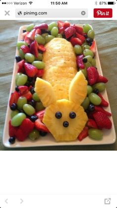 Easter Fruit Bunny for brunch pineapple bunny fruit platter Easter Bunny Fruit Tray, Easter Treats, Easter Food, Easter Snacks, Easter Appetizers, Hoppy Easter, Easter Salad, Easter Funny, Easter Dishes