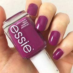 Essie - flowerista  #essie #essieliebe #essielove #essiepolish #nails #nailswag #nailstagram #nägel #nailsoftheday #nailsonfleek