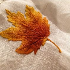 The autumn leaves. Drift by the window 🎶🎶 Embroidery Hoop Art, Crewel Embroidery, Hand Embroidery Designs, Thread Painting, Crochet Cross, Autumn Leaves, Needlework, Ribbon Work, Sewing Projects