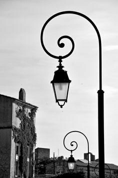 Beautifully shaped lamp posts in Arles    ᘡղbᘠ